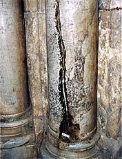 Η σχισμένη και μαυρισμένη Κολώνα
