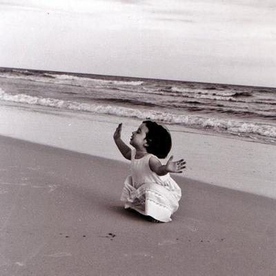 pc-girl-on-beach-l1