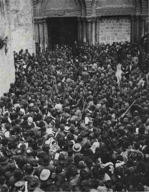 Η τελετή της Αφής του Αγίου Φωτός (1905)