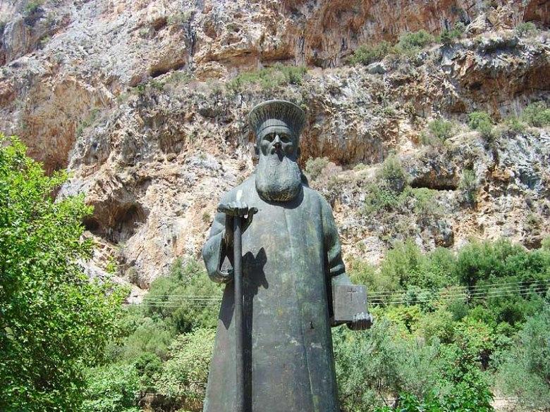 Άγαλμα του αγίου Κοσμά του Αιτωλού στην Αιτωλοακαρνανία.