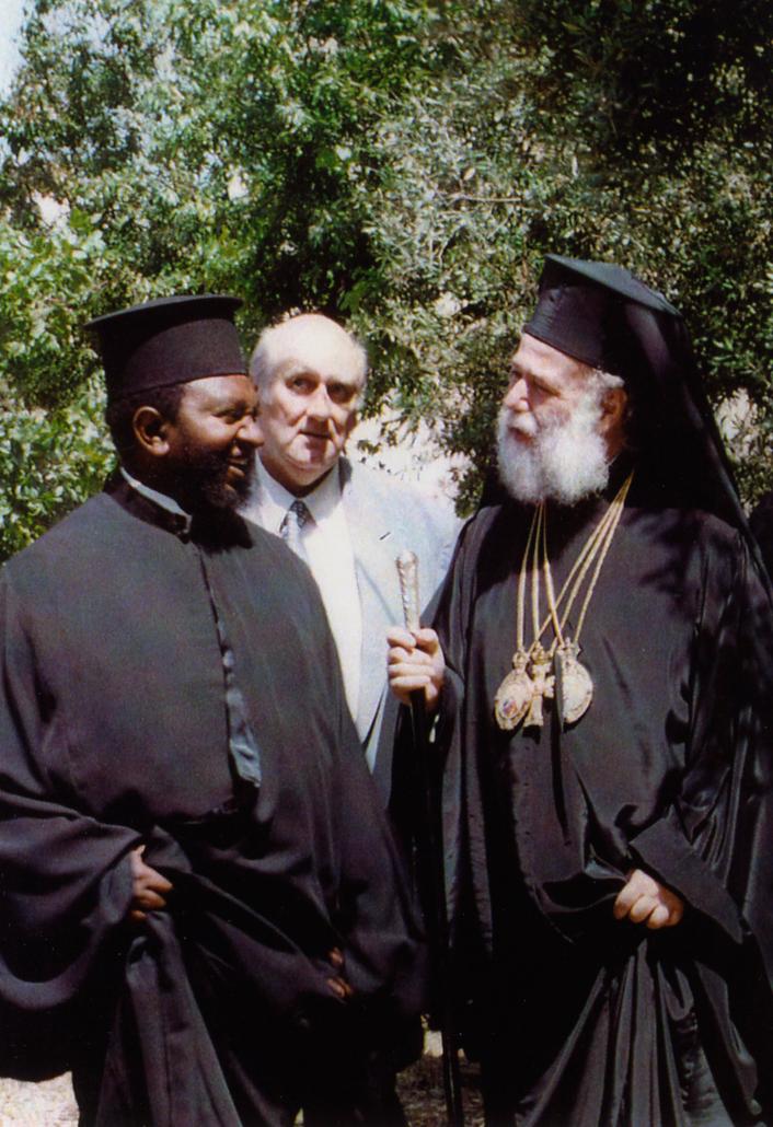 1)Papa na Patriarki Aleksandria na wa Afrika mzima m.m.Theodoro wa pili anaonana na Mukantangezi-wa Kongo Mdocta Theologi pale Athina,Padiri Theotimu Tshal Mwin-kwa-Mpemb