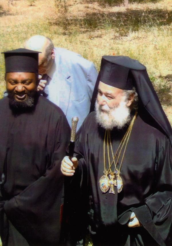O Πατριάρχης Αλεξανδρείας κ.κ. Θεόδωρος Β΄ με τον π. Θεότιμο Τσάλα.