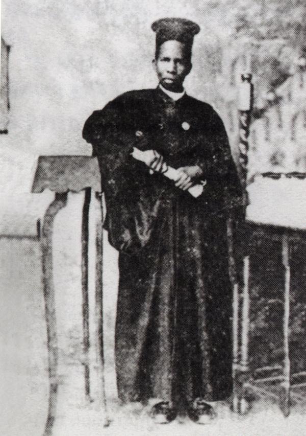 Ως λαϊκός Basa Giakitalo χειροτονείται το 1933 στο δεύτερο βαθμό της ιεροσύνης με το όνομα Οβαδίας (1895-1985). Όταν κοιμήθηκε έγραψαν: «Και γαρ κατά την Ουγκάντα μεγάλο στοιχείο κεκοίμηται», που αποτελεί για τους ιθαγενείς γνωστή μαρτυρία θανάτου λειτουργών του Θεού που αποδείχθηκαν δόκιμοι σε έργα χριστιανικά και σε αγιότητα βίου.