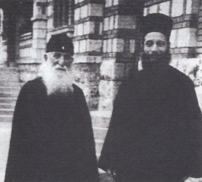 Στην Ι.Μ. Τοέλιε Σερβίας με τον μακαριστό π. Ιουστίνο Πόποβιτς (1976).