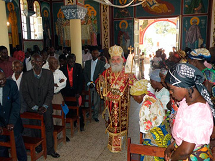 Ο θεοφιλέστατος επίσκοπος Κολουέζι κ. Μελέτιος στον ιερό ναό του Αγίου Γεωργίου