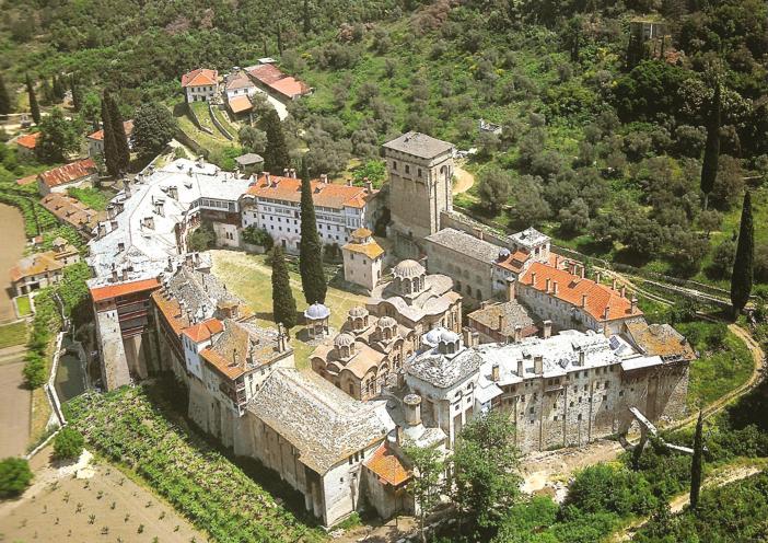 Η Ιερά Μονή Χιλανδαρίου (ή Χελανδαρίου). Πανοραμική εξωτερική άποψη. A panoramic view of the Holy Monastery of Chilandari (or Chelandari).