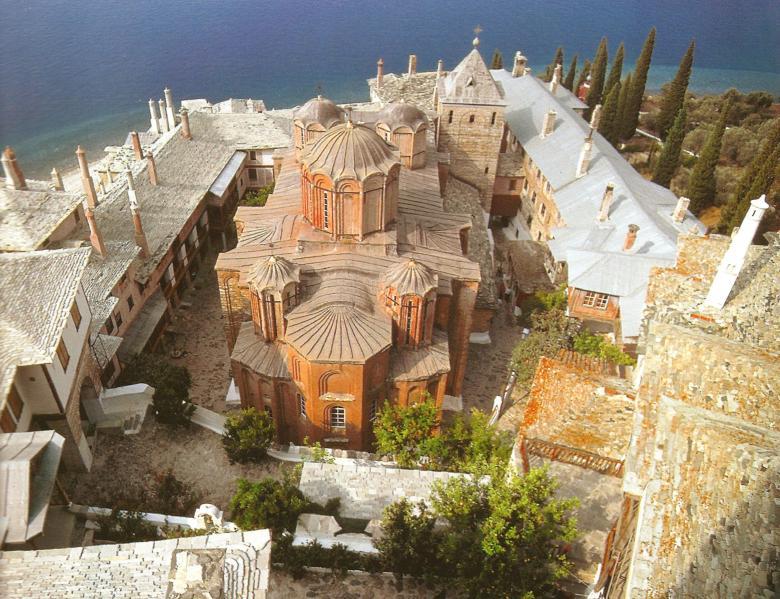 Εσωτερική άποψη της Μονής εξ ανατολών. Inside the monastery, looking west.