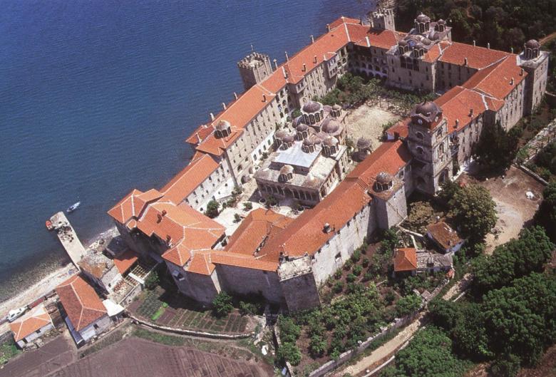 Αεροφωτογραφία της Μονής από νοτιοδυτικά. Aerial view of the monastery from the southwest.