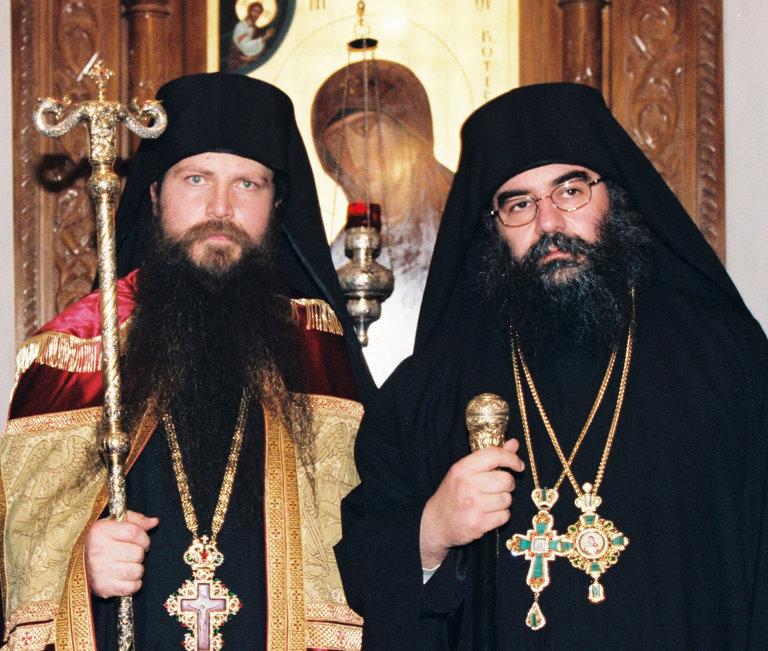 Ο μακαριστός ηγούμενος Αρσένιος κατά την ενθρόνισή του μαζί με τον Πανιερώτατο Μητροπολίτη Λεμεσού κ.κ. Αθανάσιο