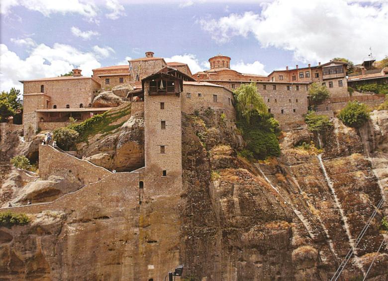 Η Ιερά Μονή Μεγάλου Μετεώρου, που η ίδρυσή της αποτελεί αφετηρία του οργανωμένου μετεωρικού μοναχισμού.