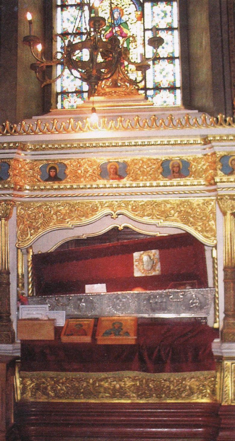 Η λειψανοθήκη της Αγίας Παρασκευής της Νέας, της Επιβατηνής, στον ομώνυμο ναό στο Ιάσιο της Ρουμανίας.