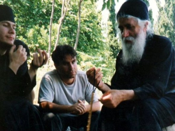 http://vatopaidi.files.wordpress.com/2010/06/geron-paisios1.jpg