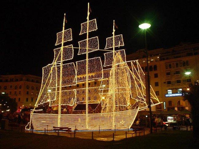 200518-06x-christmas-boat