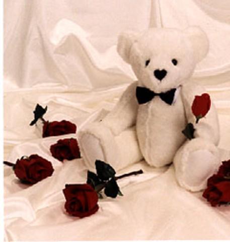 white_love_bear