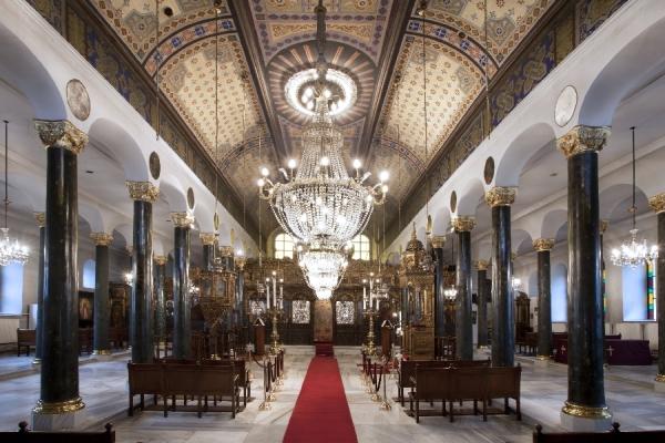 Εσωτερικά ο Ναός του Αγίου Δημητρίου