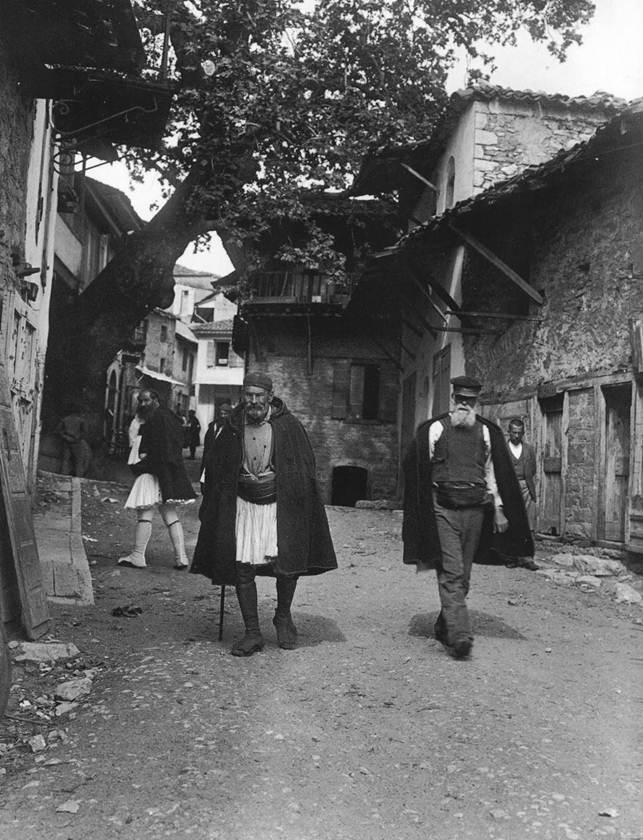 Άνδρες στο δρόμο της Ανδρίτσαινας, 1903