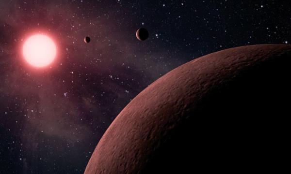 Καλλιτεχνική απεικόνιση του πλανητικού συστήματος KOI-961 που θυμίζει από την άποψη του μεγέθους περισσότερο το Δία με τους δορυφόρους του παρά ένα άστρο με τους πλανήτες του. Το σύστημα αυτό φιλοξενεί τους τρεις μικρότερους εξωπλανήτες που έχουν ανακαλυφθεί μέχρι σήμερα και βρίσκονται σε τροχιά γύρω από κάποιο άστρο διαφορετικό από τον Ήλιο μας (πηγή: NASA)