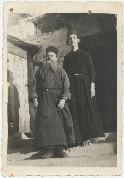 Ο Γέροντας Θωμάς σε πολύ νεαρή ηλικία,με τον Γέροντα του