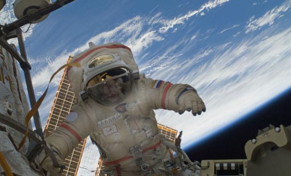 Αστροναύτης στο διεθνή διαστημικό σταθμό ISS. (φωτ. NASA)