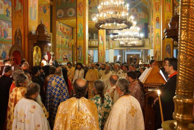 Σκηνές από τον εσπερινό της ανακομιδής των λειψάνων του Αγίου Ιωάννη του Χρυσοστόμου