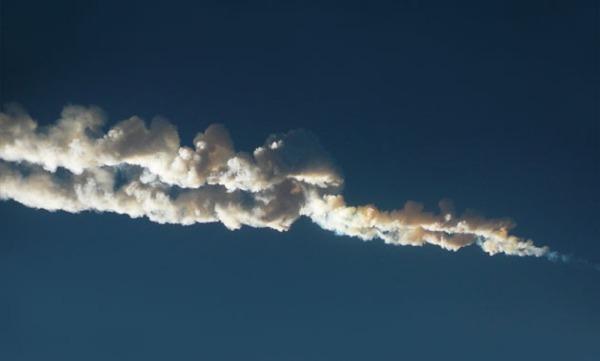 Το σύννεφο καπνού που δημιούργησε ο μετεωρίτης που ταρακούνησε το Τσελιάμπινσκ.