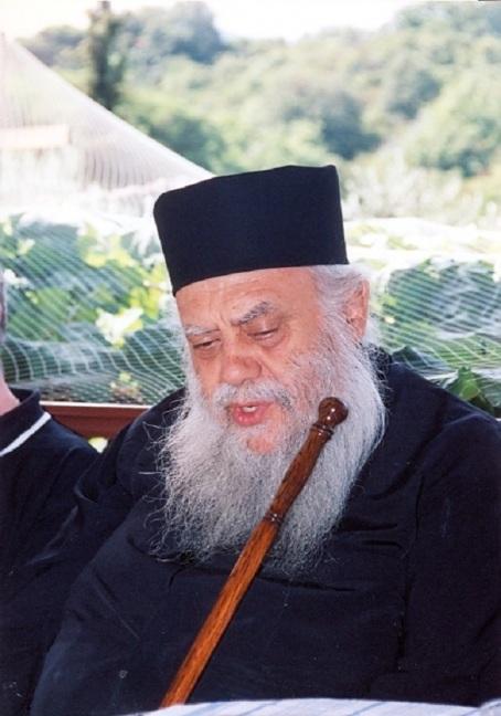 Ο μακαριστός ιεράρχης στο κελλί του Γέροντος Ιωσήφ του Βατοπαιδινού