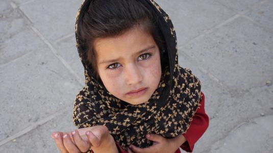125361-afghan_girl_begging