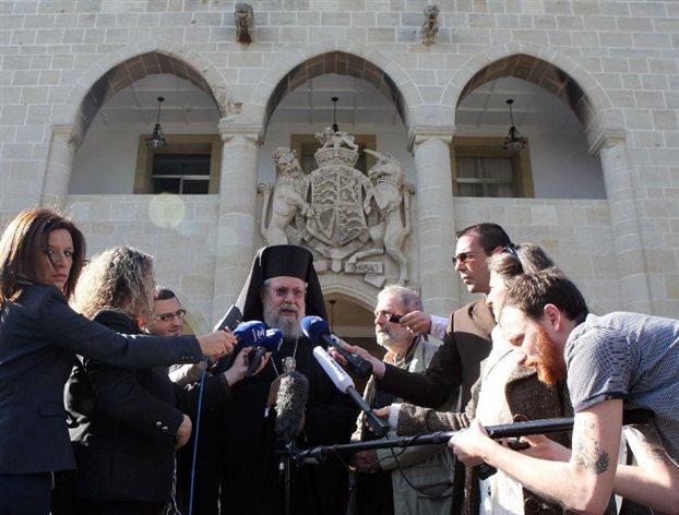 Η κρίση δεν αντιμετωπίζεται μόνο με οικονομικούς όρους λέει η Ιερά Σύνοδος της μεγαλονήσου