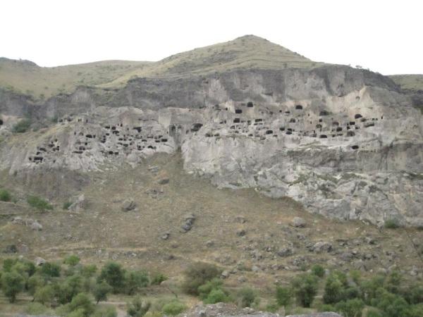 Vartzia – The caves city