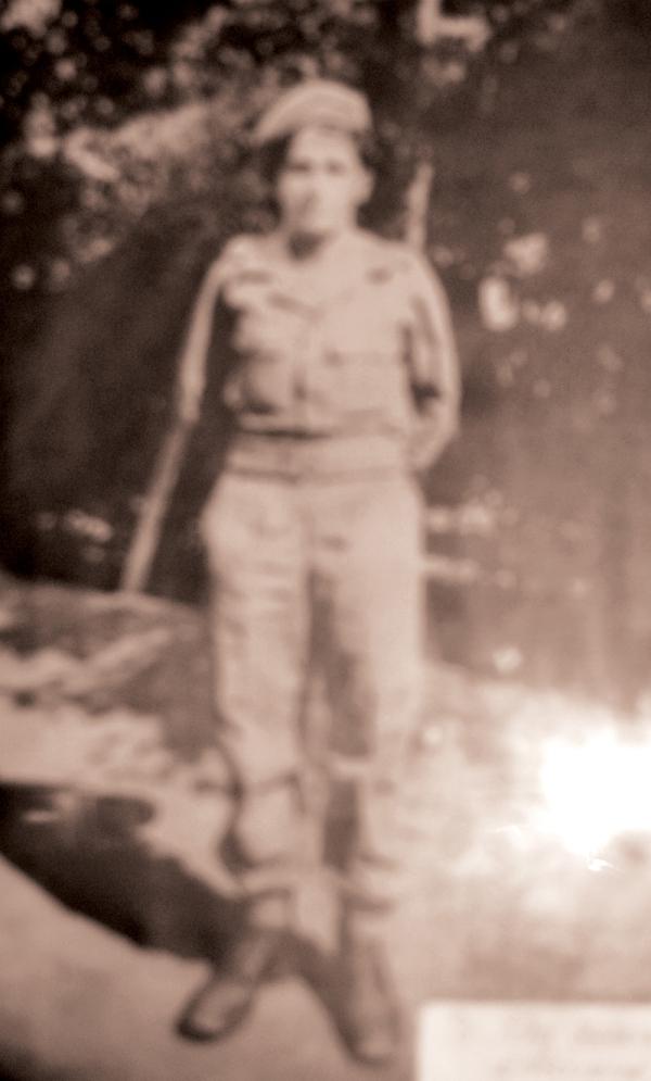 Ο στρατιώτης πυροβολικού Αρσένιος Εζνεπίδης, πριν γίνει μοναχός και πάρει το όνομα Παίσιος