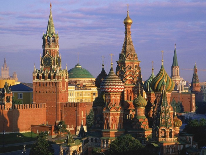 St_-Basils-Cathedral-and-Kremlin-Moscow-Russia-1024x768