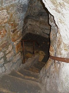 steps-down-to-tomb-ccc-see-the-holy-land